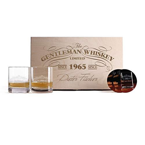 Herz & Heim® 2 Gravierte Whiskygläser mit bedruckten Untersetzern in einzigartiger Geschenkbox zum...